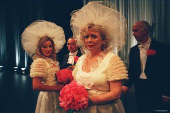 Svatby jako řemen - Confetti (2006)