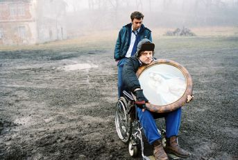 Milan (Tomáš Matonoha) veze velkého Jardu (Cyril Drozda)