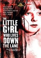 Děvčátko, které bydlí na konci ulice (The Little Girl Who Lives Down the Lane)