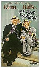 Členové protiletecké hlídky (Air Raid Wardens)